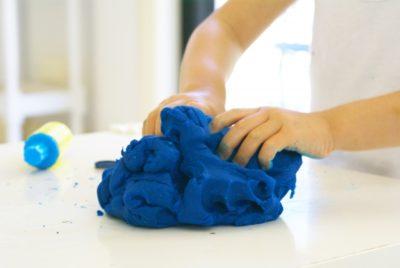 青い小麦粉粘土