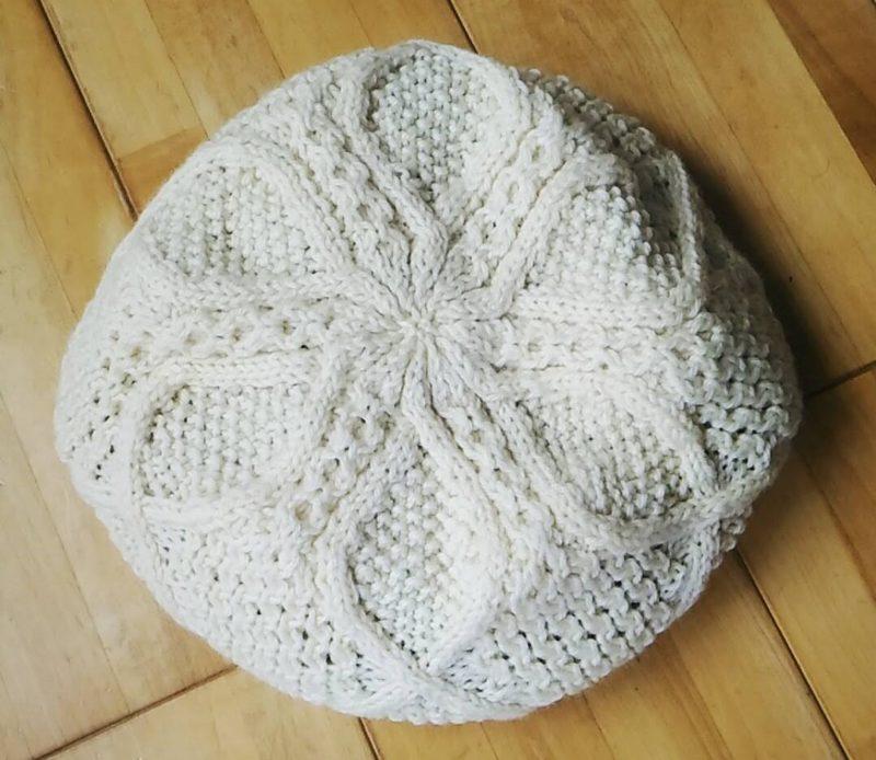 アラン模様のニットベレー帽